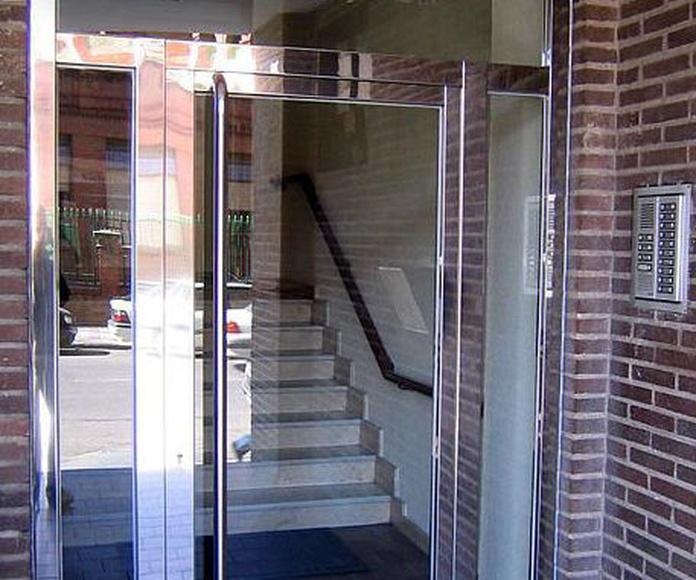 Puertas comunidad: PRODUCTOS de Carpintería Metálica Granada, S.L.