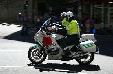 Fallece un motorista de la Guardia Civil de 41 años que acompañaba a la Vuelta Ciclista tras salirse