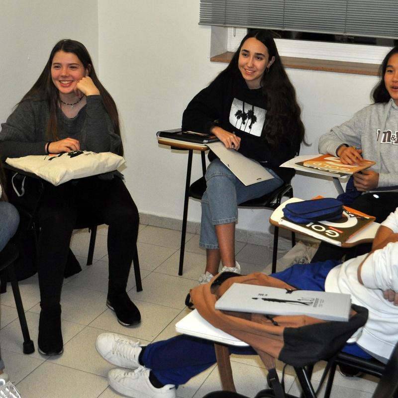 Cursos para Jóvenes: Qué ofrecemos de The Hughes Language Service