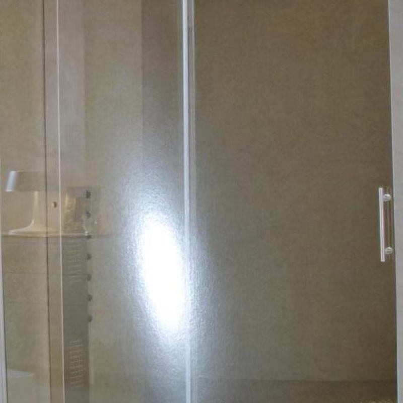Mamparas de baño: Catálogo de servicios de Decoradec, S.L.