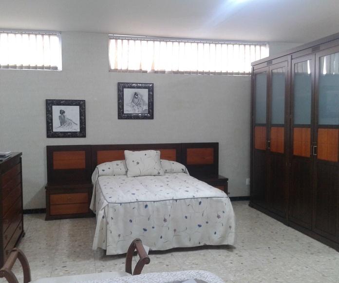Dormitorio completo con armario 2.17 en pino macizo 2.500 €. Color único