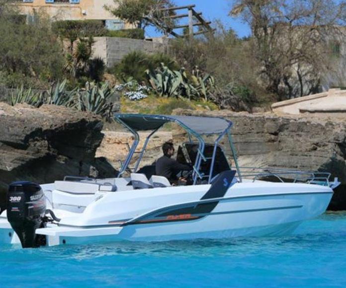 Modelo Beneteau Flyer 7,7: Nuestros barcos de Menorca Mar & Charter