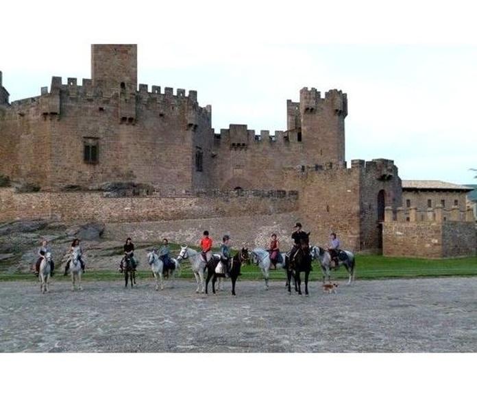 Javieradas a caballo: Actividades de Club Hípico Arbayún
