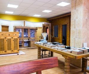 Tienda de muebles rústicos de diseño en madera maciza en Sahagún, León