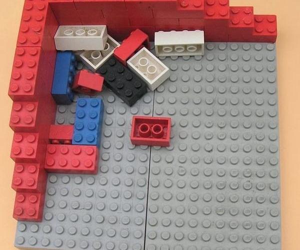 Piezas de juego hechas con moldes de plástico