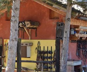 Centro hípico en el pueblo de Usún, valle de Romanzado