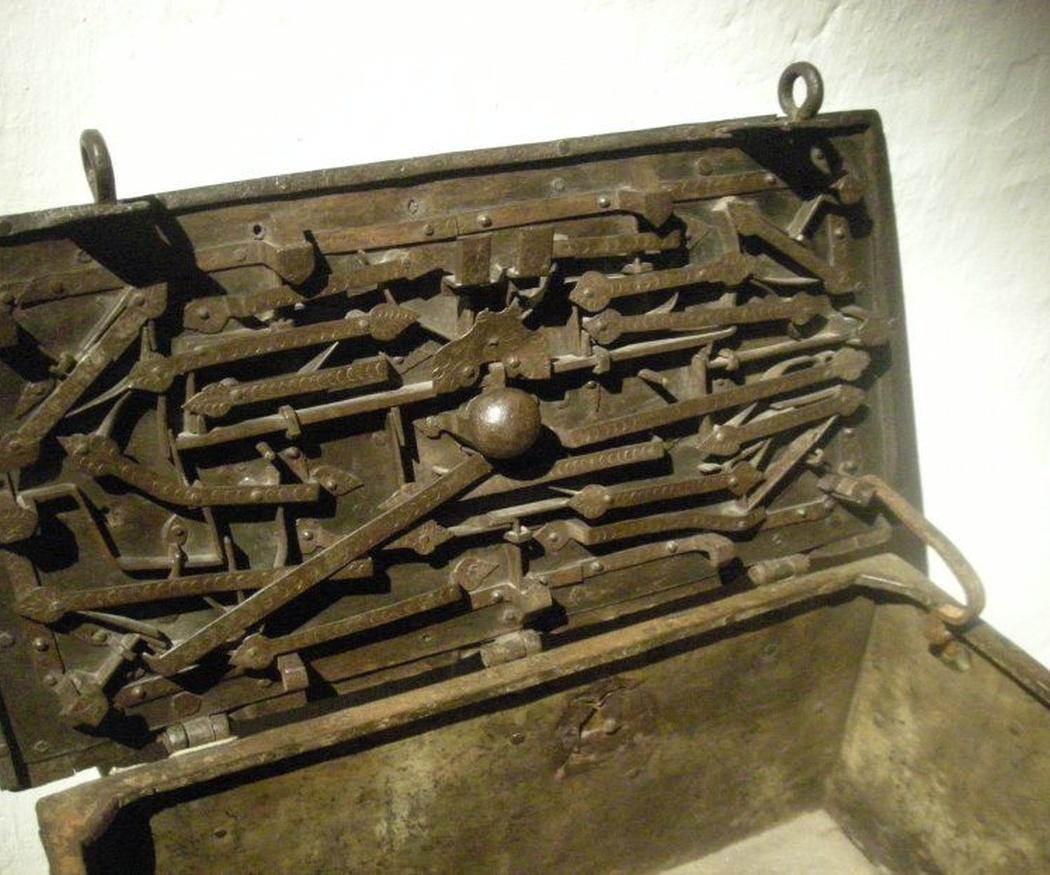 ¿Sabes que la primera caja fuerte apareció en Corinto?