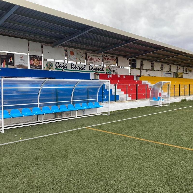 Banquillos jugadores de fútbol y de árbitro con pupitre, alicante, Flama Levante.