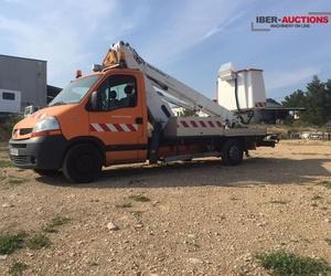 Ocasión: Furgoneta Renault Master con cesta de 16 metros