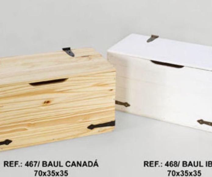 Baules de madera en diferentes colores