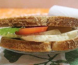 Bocadillos, sándwiches o platos combinados