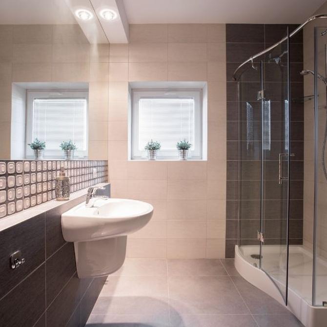 ¿Cuándo es recomendable instalar mamparas de baño en casa?