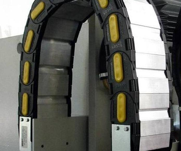 Cadena portacables serie PROTECTION con tapas de aluminio de BREVETTI STENDALTO