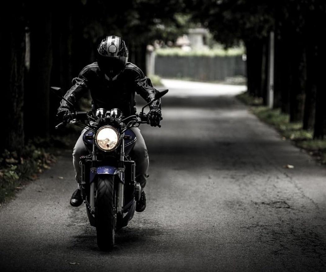 Algunas claves para vestir cuando viajas en moto