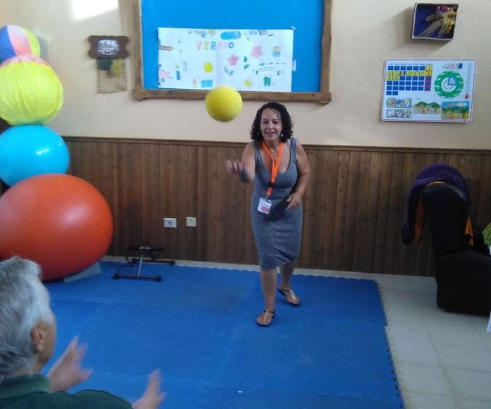Taller de estimulación y psicomotricidad en C.O. La Victoria: Proyectos y Servicios de Asociación Domitila