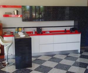 Cocina roja y blanca (exposición)