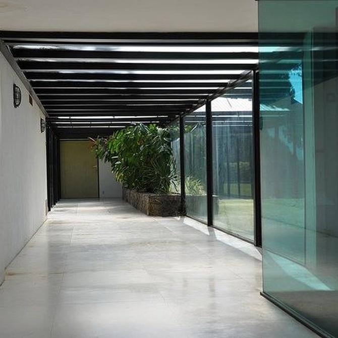Ventajas del cerramiento sin perfiles con cortinas de cristal