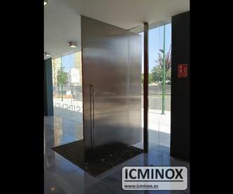 Conjunto de escalera, barandilla y pasamanos de acero inoxidable y vidrio:  de Icminox