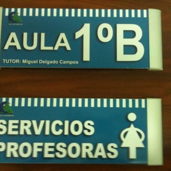 Señalización centros de enseñanza Sevilla