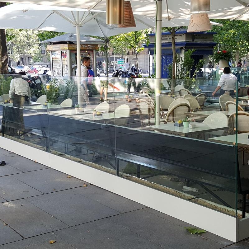 cristaleria-formas-barandilla-vidrio-terraza-bar