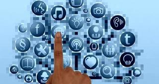 Detalle J.L en Redes sociales