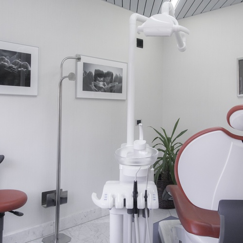 Clínica para implantes dentales de Oviedo  | Enrique R. Rosell