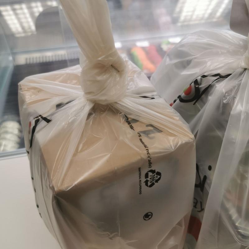 Empaquetado de nuestras comidas :  de Sushikai Tarraco