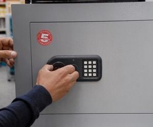 Instalación, apertura o reparación de cajas fuertes