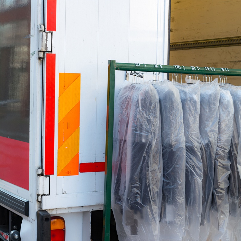 Transporte de prendas: Servicios de Lianfin Mª José y Rosa