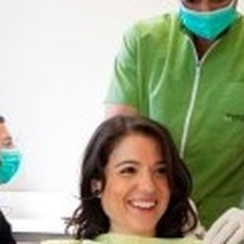 IMPLANTES DENTALES PREMIUM: Tratamientos de Clínica dental tres D