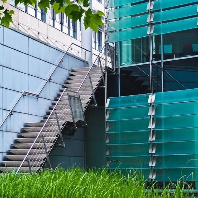 Escaleras de acero para el exterior