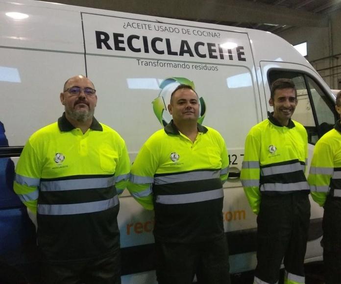 Nueva equipación del personal de recogida de aceites usados vegetales en Valencia de RECICLACEITE