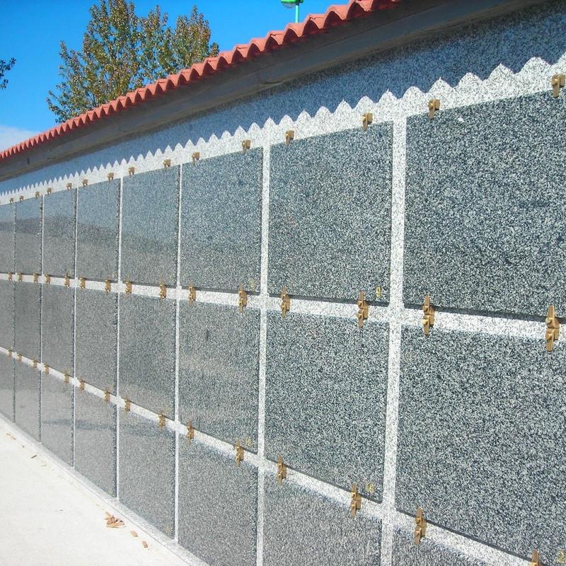 bateria de nichos prefabricados acabados en granito