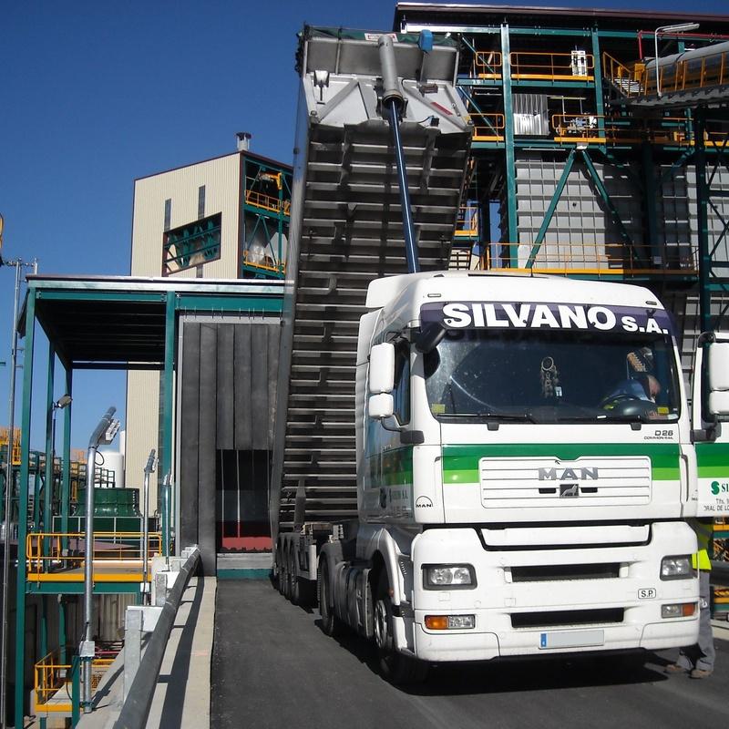 Transportes en camiones basculantes: Servicios de Silvano S.A. - (Carbones y Transportes)