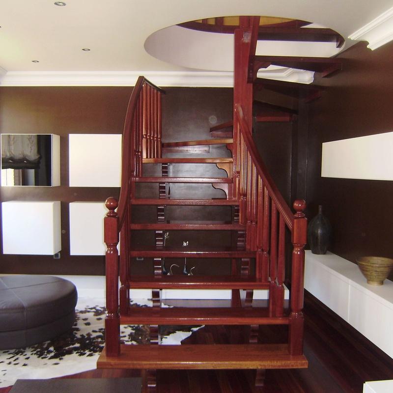 Escaleras y balaustres: Servicios de Ebanistería y Carpintería Martín