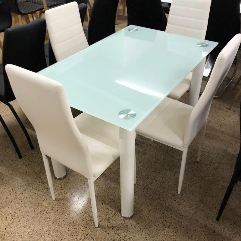 Mesa cristal y 4 sillas blancas: Productos de Remar Castellón
