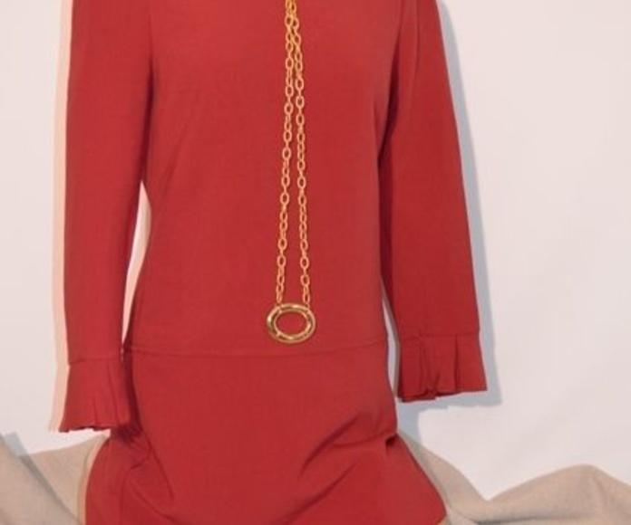 Vestido rojo: Catálogo de Ste Odile Decoración