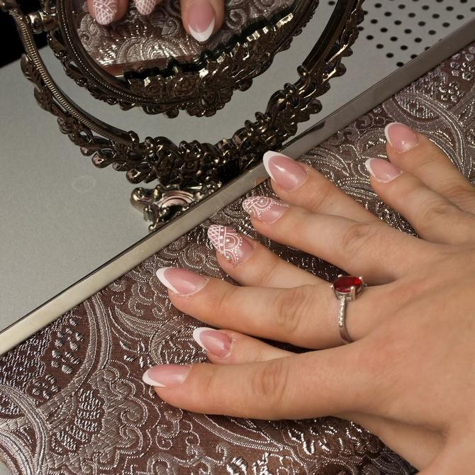 ¿Qué productos se necesitan para mantener las uñas de porcelana?