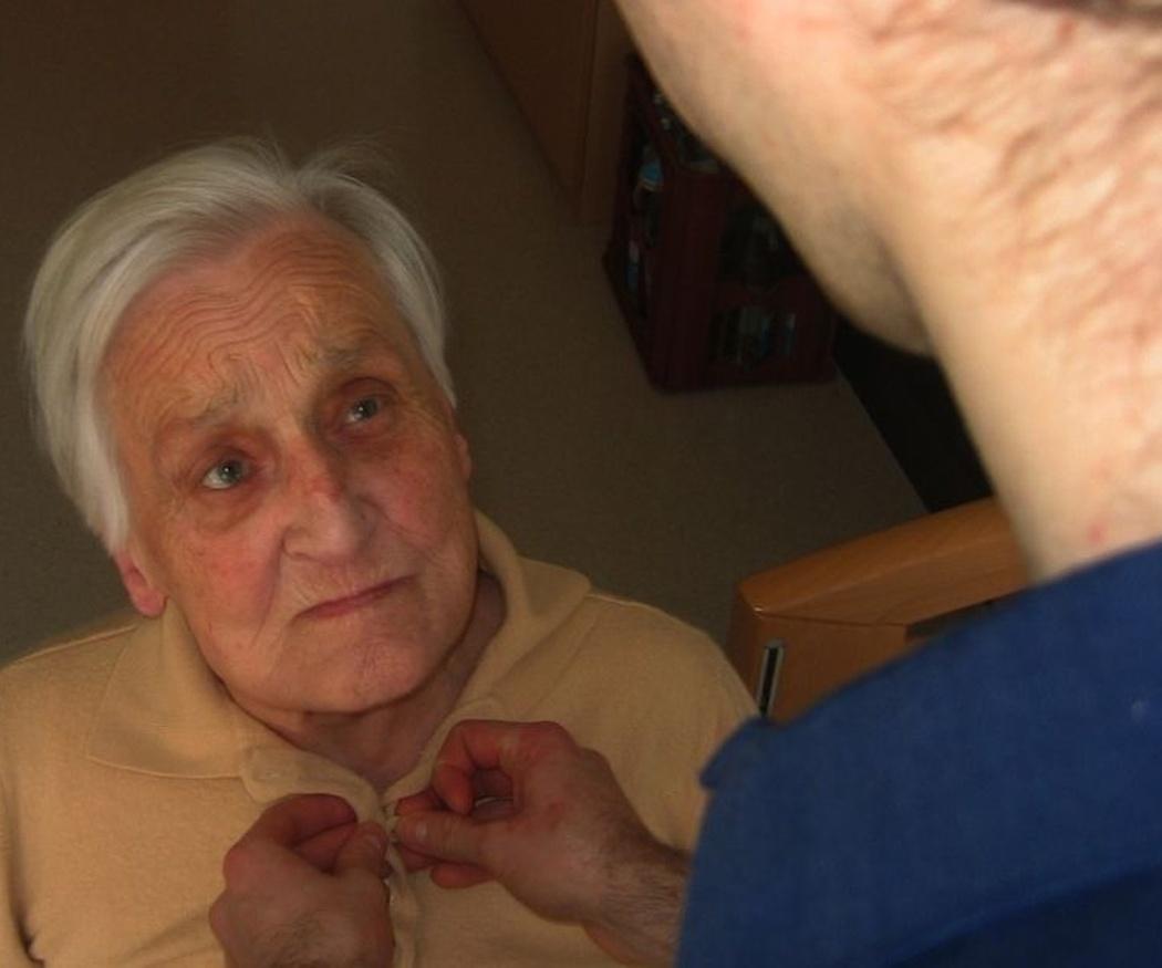 ¿Por qué se manifiesta el alzheimer?