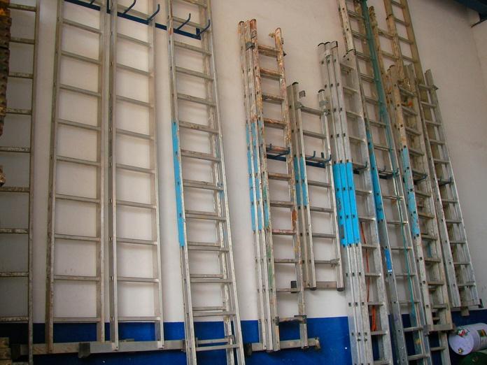 Escaleras: PRODUCTOS PARA ALQUILAR de Ferretería Acentejo, S.L.