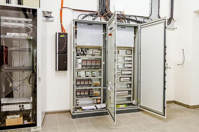 Instalaciones eléctricas industriales generales: Servicios de Inyser