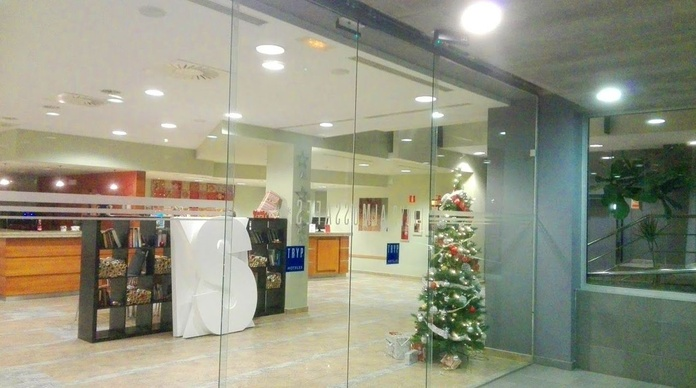 Puerta automática corredera de cristales Hotel Tryp Almussafes