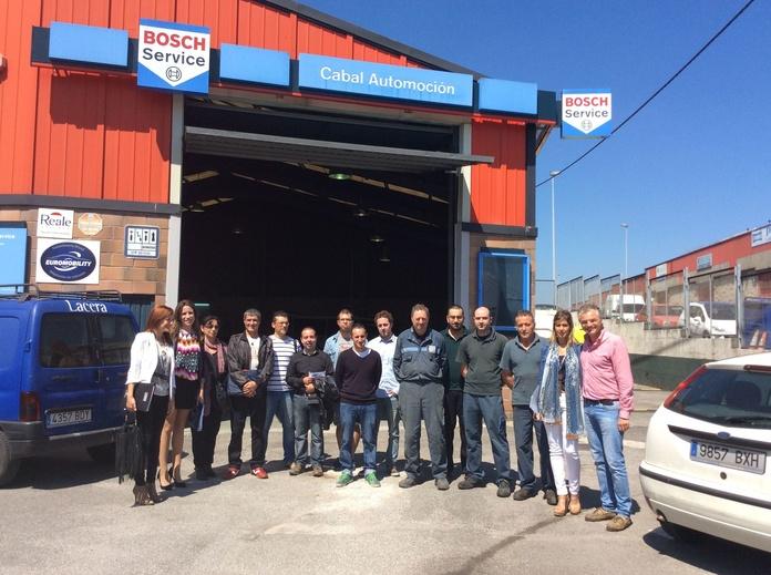 Grupo de Cocemfe y personal de Cabal Automoció