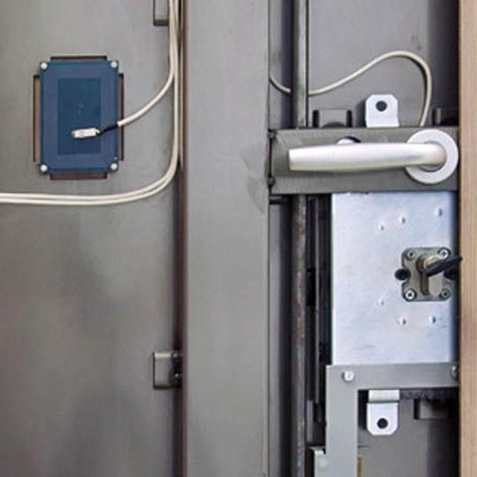 Principales diferencias entre una puerta blindada y una acorazada