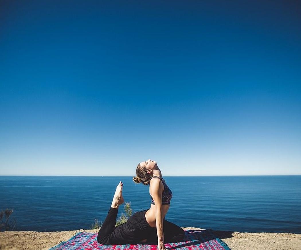 Reducir el dolor de espalda haciendo yoga