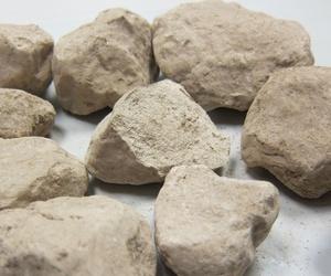 El hidróxido de calcio, dihidróxido de calcio ó cal hidratada