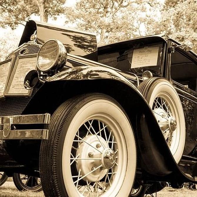 ¿Sabes quién posee una de las mayores colecciones de coches clásicos?