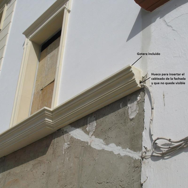 Balcón corrido con hueco para cableado