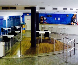 Cafetería y zona de descanso