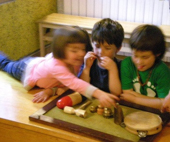 TEATRE  nens, adolescents i adults: Escuela de música i Expresión  de Can Canturri